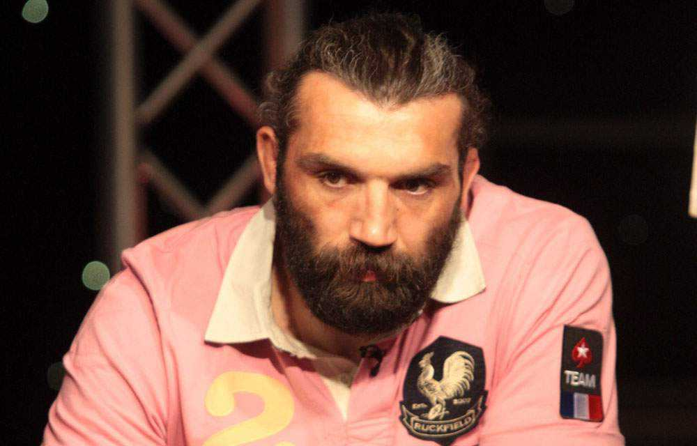Chabal jouant au poker